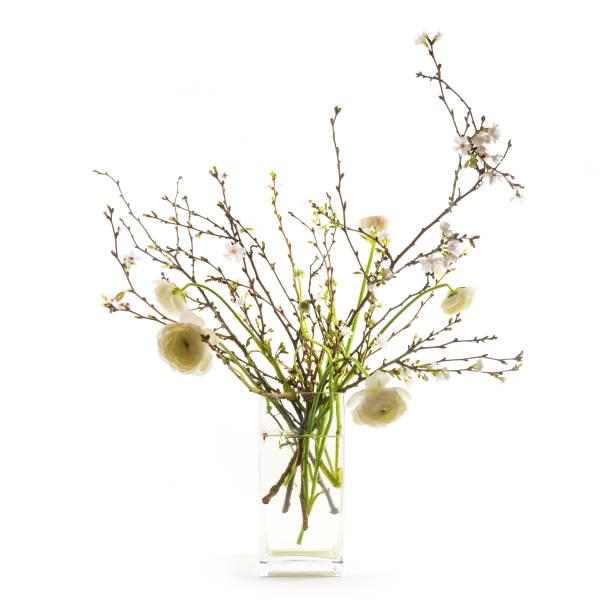 frühling-blumenstrauß in einer vase, oster-deko isoliert - vase glas stock-fotos und bilder