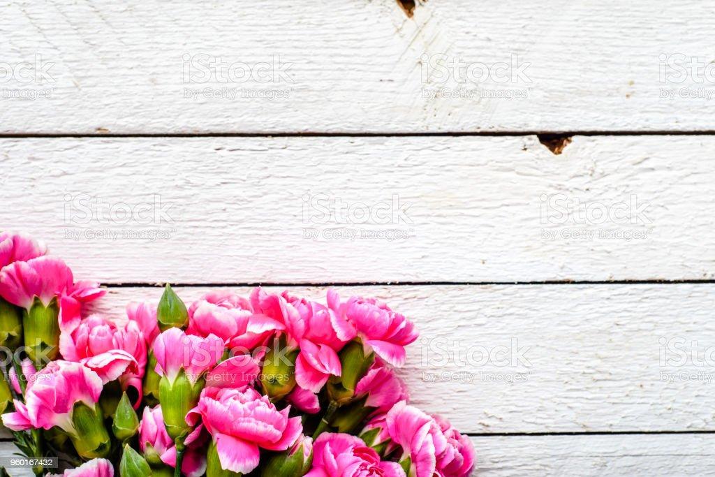 Fruhlingsblumen Auf Tisch Weiss Hintergrund Mutter Tag Geschenke Oder