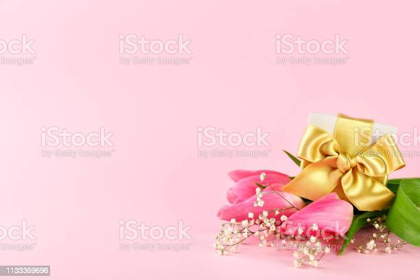 Spring mood concept pink flowers arrangement with a lot of copy space picture id1133369696?b=1&k=6&m=1133369696&s=612x612&h=kt2qaixyg5qoyx 5waqbvd56qphj8inoutevue37mie=