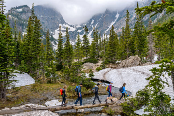 spring mountain hike - estes park foto e immagini stock