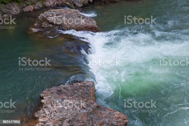 Bahar Dağ Dere Stok Fotoğraflar & Akan Su'nin Daha Fazla Resimleri
