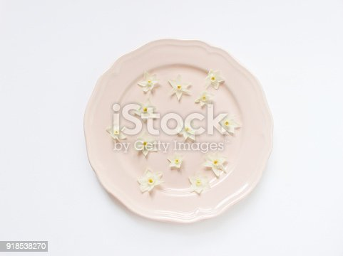 istock Spring styled stock photo. Easter concept. Feminine desktop scene. Frame of narcissus, daffodil flowers on white table background. Empty space. Flat lay, top view 918538270
