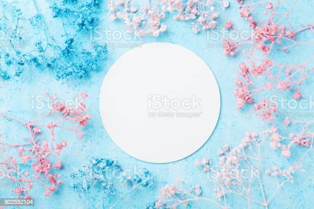 Spring woman day card wedding mockup with white paper list and on picture id922552104?b=1&k=6&m=922552104&s=612x612&h=a8y04ovakcwjqoedv1rbrfs0pxlzxnosapsljeuppaa=