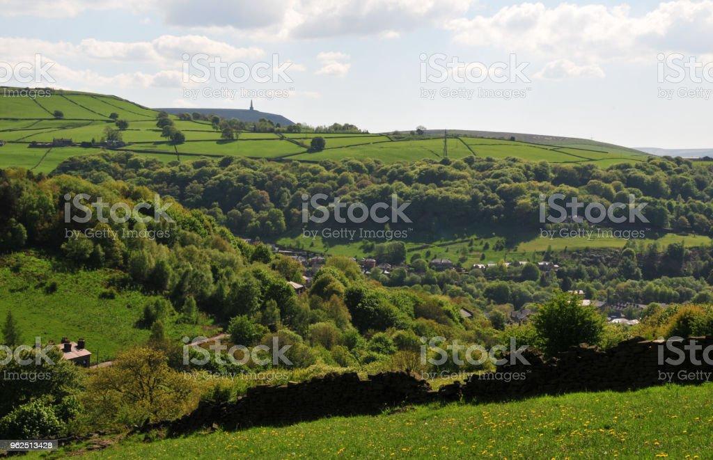 zona rural de pennine Primavera em calderdale west yorkshire com campos típico montanhês - Foto de stock de Agricultura royalty-free