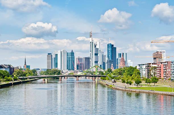frühling skyline von frankfurt am main - main stock-fotos und bilder