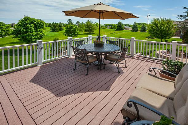Frühling Blick auf den Golfplatz von erhöhter Terrasse – Foto