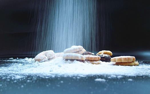 Besprenkeld Slagroom Suiker Kerst Biscuits Stockfoto en meer beelden van Achtergrond - Thema