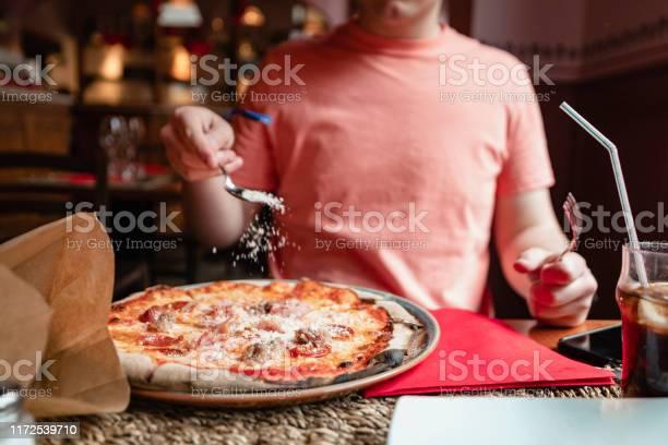 Sprinkling cheese on pizza picture id1172539710?b=1&k=6&m=1172539710&s=612x612&h= gn9cm4bx5wbamuwh4al 2nhzcc5f e2tsxm1hvkrx0=