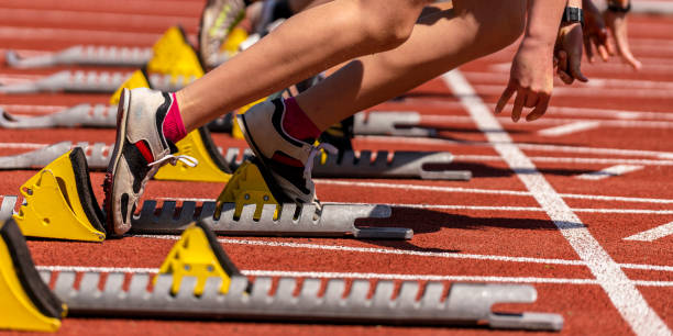 sprint start in track and field feet of some sprinter in sprint start in track and field starting line stock pictures, royalty-free photos & images