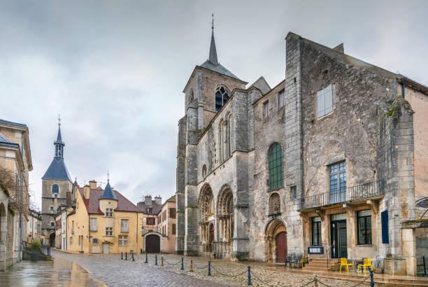 Square, Avallon, Frankreich – Foto