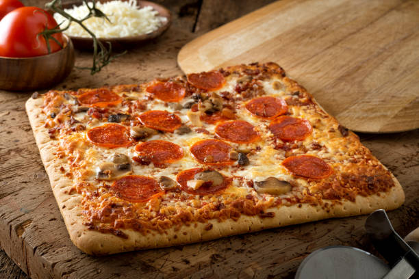 square crust flatbread pizza - square stock pictures, royalty-free photos & images