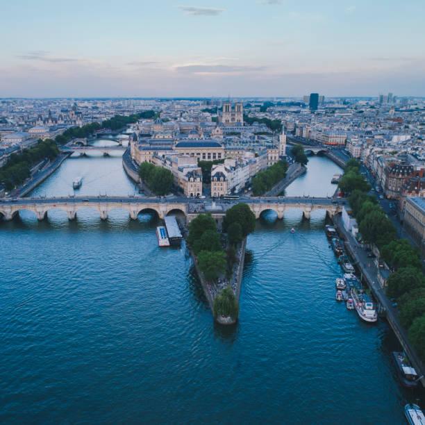 Square du Vert-Galant Seine river sunset aerial Square du Vert-Galant Seine river sunset aerial ile de france stock pictures, royalty-free photos & images