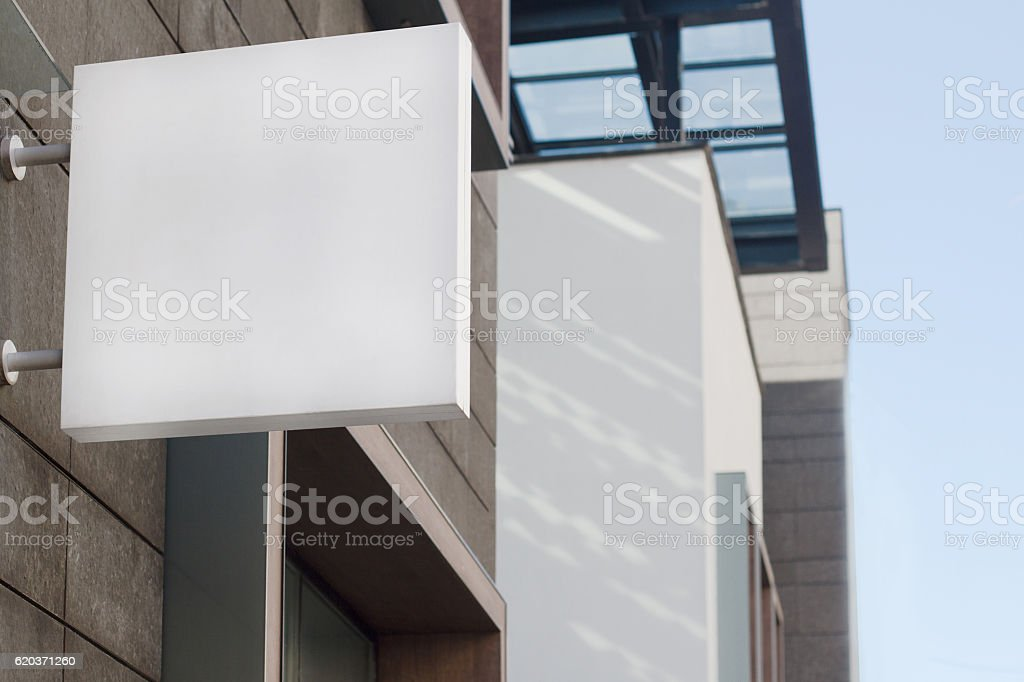 square empty signboard on a building with modern architecture - foto de stock