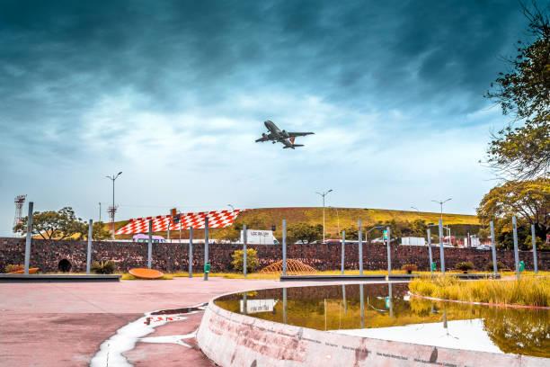 praça memorial 17 de julho-aeroporto de congonhas-são paulo (cgh/sbsp), brasil. - aeroporto de congonhas - fotografias e filmes do acervo