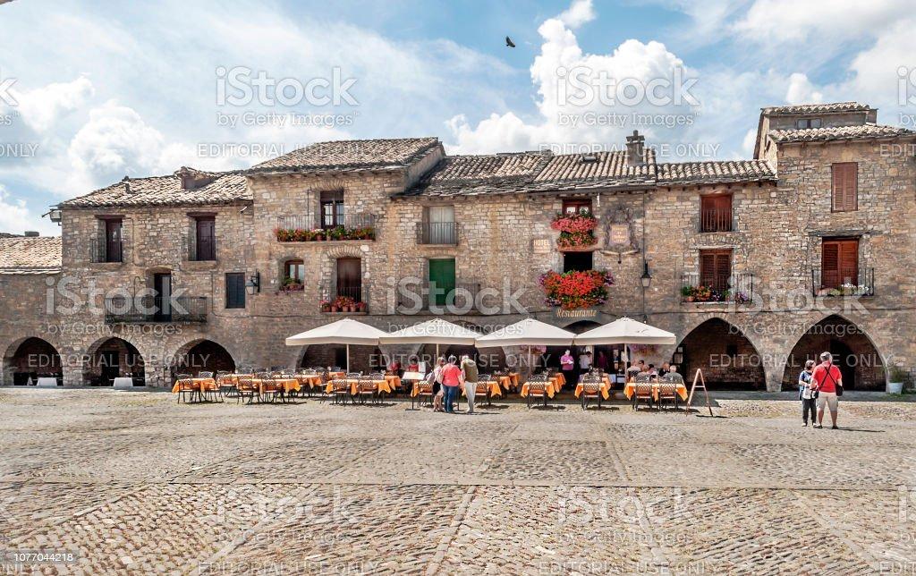 La Plaza de Ainsa - foto de stock