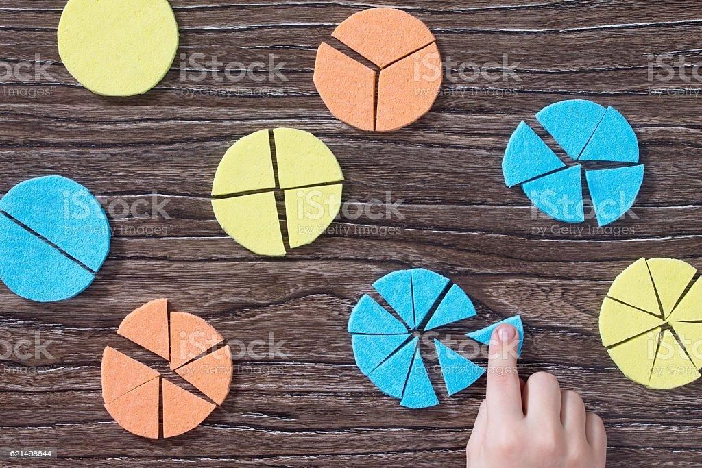 Square Tangram puzzle game on a wooden table. photo libre de droits