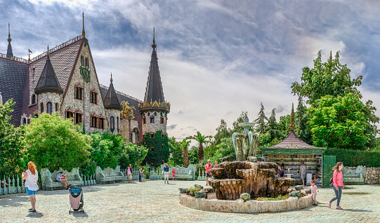 Square with a fountain in the castle of Ravadinovo Park