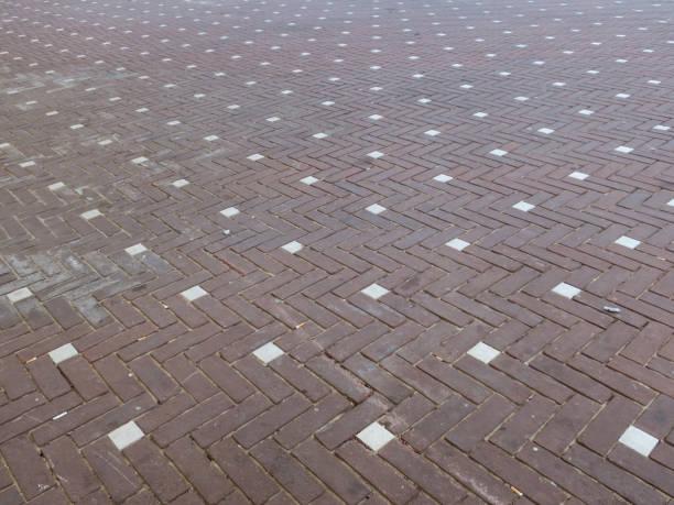 vierkant met een patroon dat van rode en witte bakstenen wordt gemaakt foto