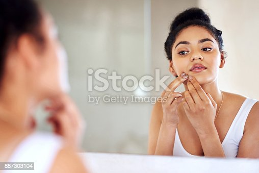 istock Squeezing will only make it worse 887303104