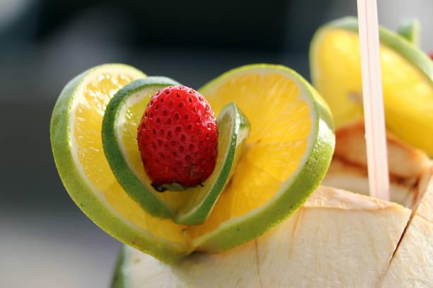 Srawberry und Limette auf Kokosnuss Cocktail – Foto