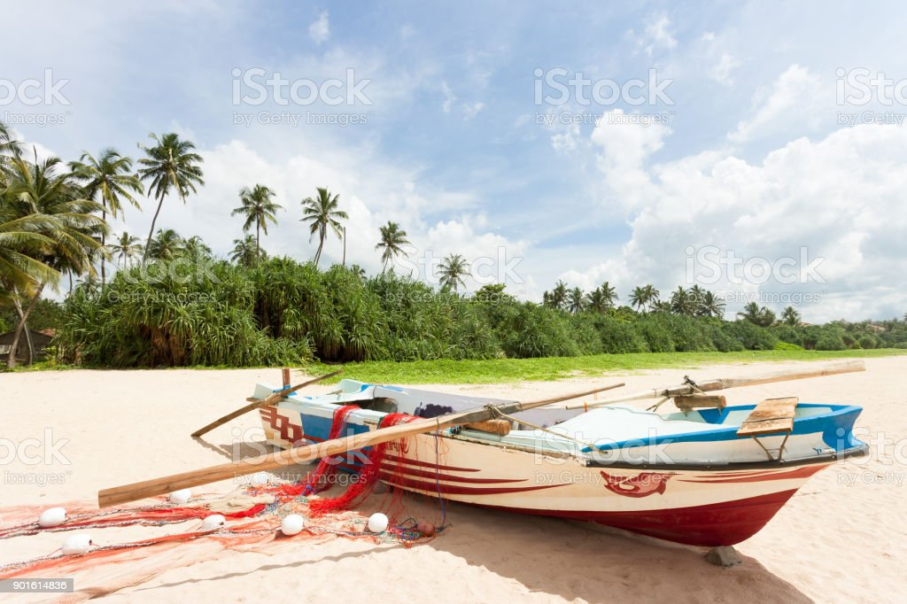 Sri Lanka - Ahungalla - ein Angeln Boot am Strand – Foto