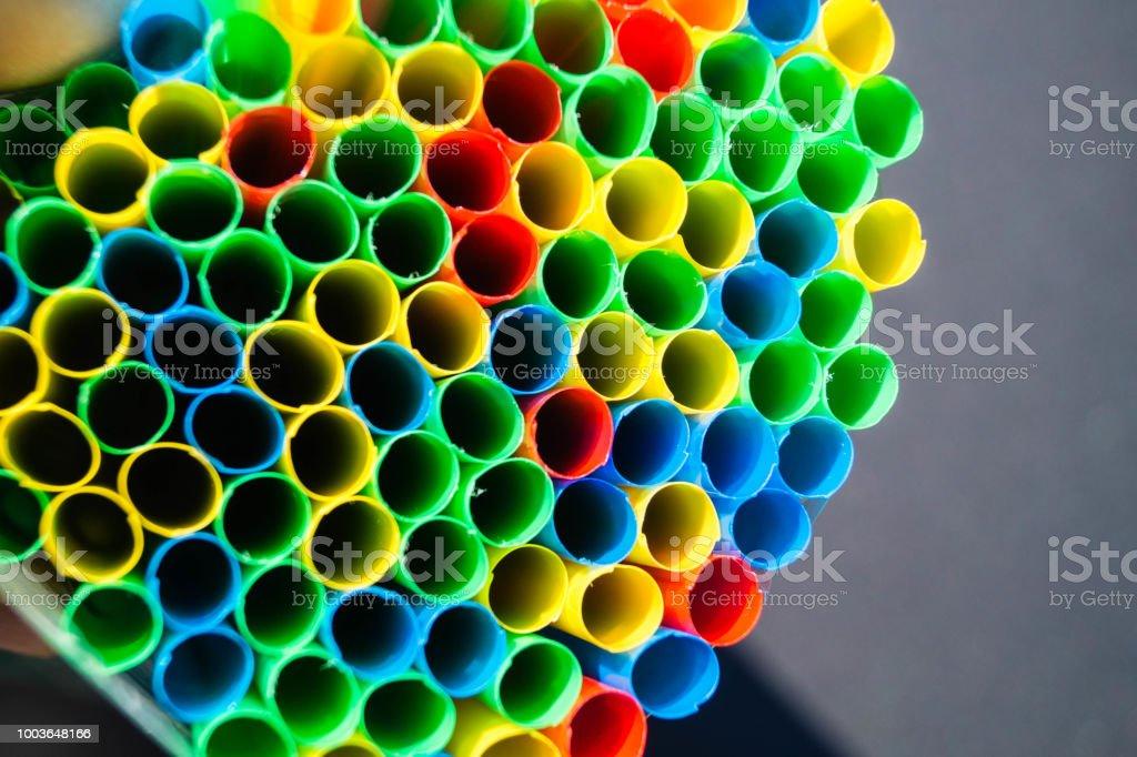 Srohhalme - Mikroplastik Die EU verbietet Strohhalme zur Vermeidung von Mikroplastik in den Weltmeeren 'No' Symbol Stock Photo