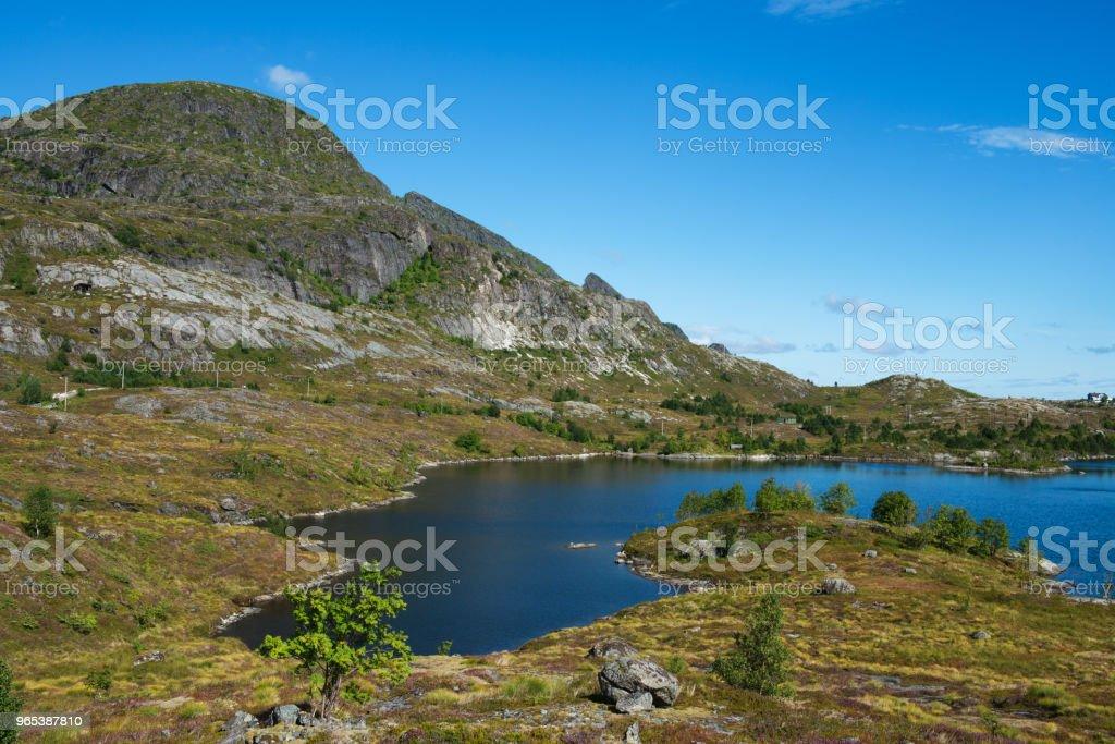 Lac de Sørvågvatnet dans Moskenesöya,  aux îles Lofoten - Photo de Beauté de la nature libre de droits