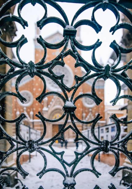 st. antoine katholische kirche in istanbul - engelportal stock-fotos und bilder