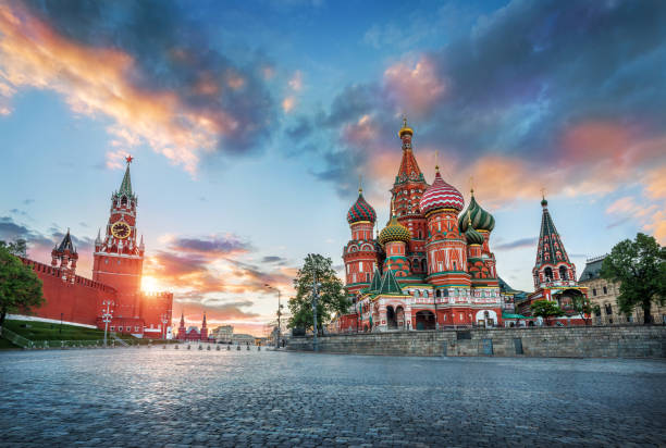 st. basil's cathedral and the spasskaya tower - russia stock pictures, royalty-free photos & images