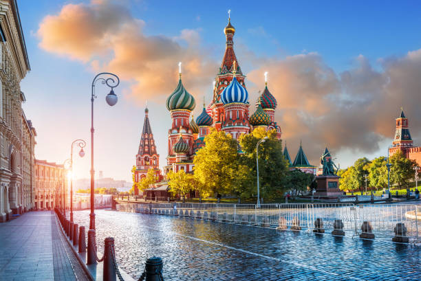 st. basil's cathedral  in the light of morning sunlight - russia stock pictures, royalty-free photos & images
