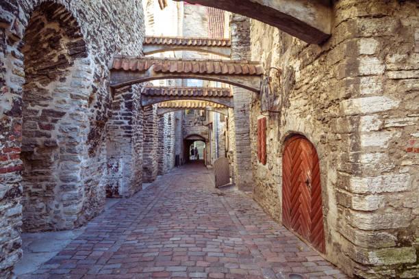 St Catherine's Passage n de oude binnenstad van Tallinn, Estland foto