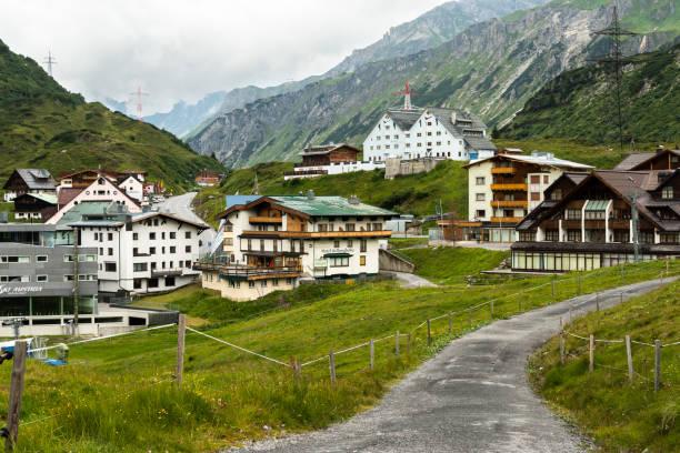 st. christoph am arlberg im sommer - arlberg hotel stock-fotos und bilder