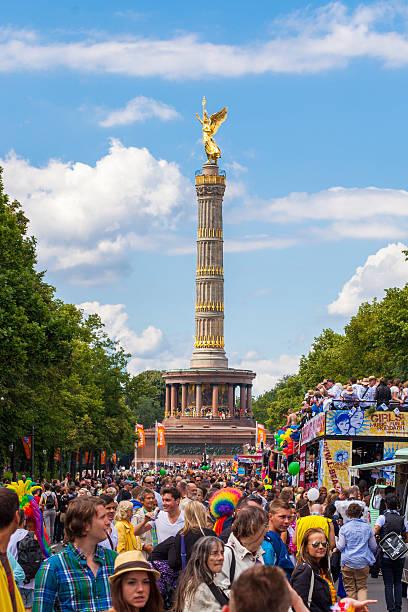 st cristopher street day parade in berlin-mitte - engelportal stock-fotos und bilder