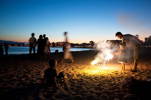 st giovanna festività - falò spiaggia foto e immagini stock