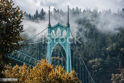 Autumn in Portland, Oregon, St. Johns Bridge.