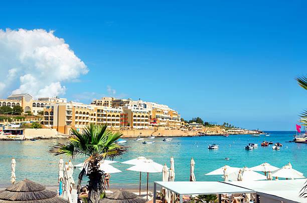 San Ġiljan bahía. Malta - foto de stock