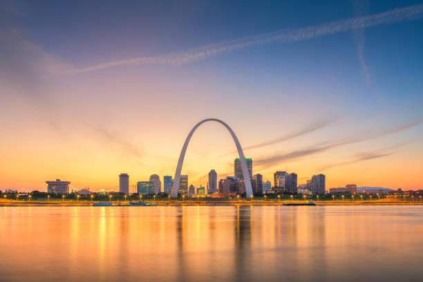 聖路易斯, 密蘇里州, 美國市中心城市景觀在河上 - st louis 個照片及圖片檔