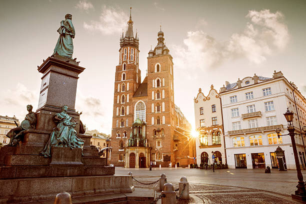 St. Mary's Basilica and Adam Mickiewicz monument on main square – Foto