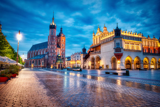 St. Mary's Basilica on the Krakow Main Square at Dusk, Krakow, Poland St. Mary's Basilica on the Krakow Main Square at Dusk, Krakow, Poland eastern europe stock pictures, royalty-free photos & images