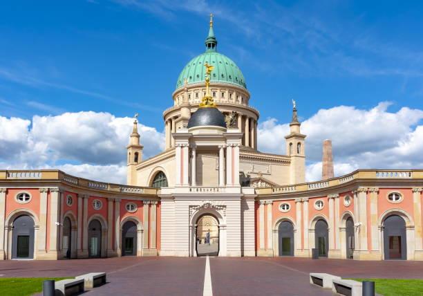 성 니콜라스 교회 와 브란덴부르크 의회 (란다그) 안뜰, 포츠담, 독일 - 브란덴부르크 주 뉴스 사진 이미지