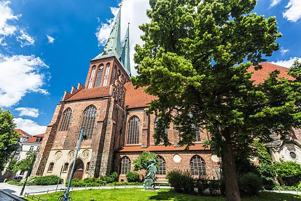 st. nicholas church in berlin - nikolaiviertel stock-fotos und bilder