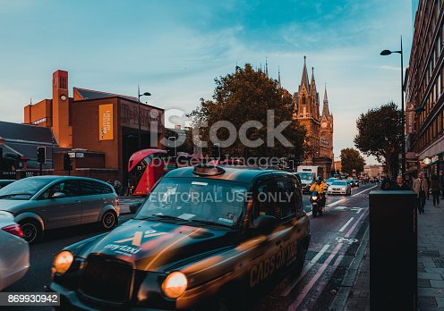 172864410istockphoto St Pancras Railway Station, Euston Road, Traffic, Commuters 869930942