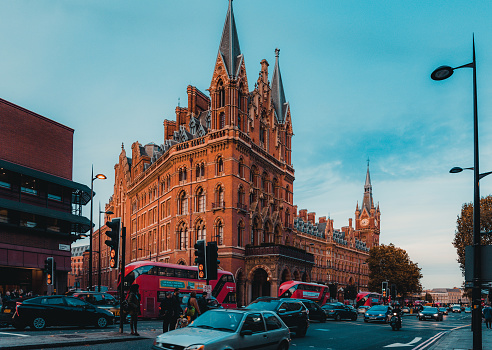 172864410 istock photo St Pancras Railway Station, Euston Road, Traffic, Commuters 869930946