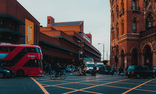 172864410 istock photo St Pancras Railway Station, Euston Road, Traffic, Commuters 869940228