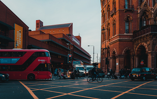 172864410 istock photo St Pancras Railway Station, Euston Road, Traffic, Commuters 869940242