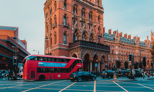 172864410 istock photo St Pancras Railway Station, Euston Road, Traffic, Commuters 869940244