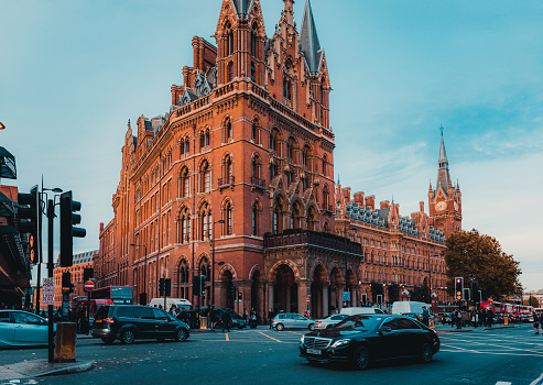 172864410 istock photo St Pancras Railway Station, Euston Road, Traffic, Commuters 869940248