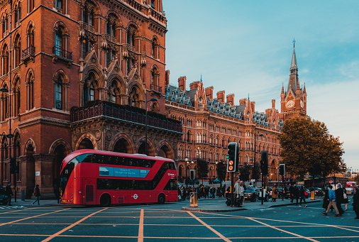 172864410 istock photo St Pancras Railway Station, Euston Road, Traffic, Commuters 869940266