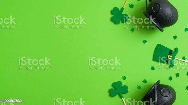 St patricks day background with pots of gold shamrock four leaf and picture id1200607839?b=1&k=6&m=1200607839&s=612x612&h=hzk4plc4 adpk6i64pdq5fyspffimnmm5tftvw33gx8=