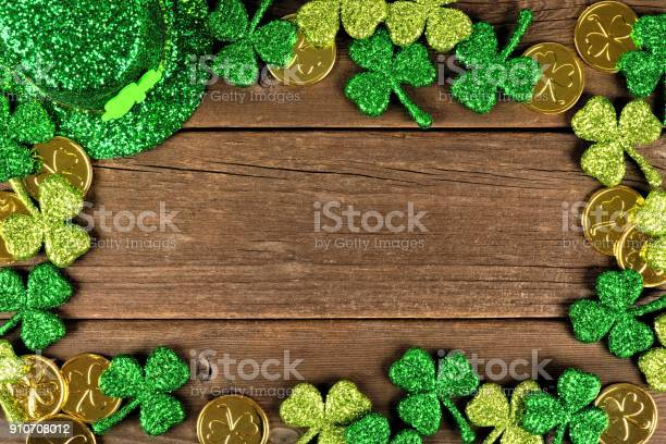 St patricks day decor frame over rustic wood picture id910708012?b=1&k=6&m=910708012&s=612x612&h=i0fmlserkx356pdy1d5i ib 66kjfcjabflgng07sfw=